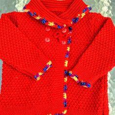 ba998ee8e55b Veste fait main, entièrement tricotée aux aiguilles à vendre . Un noeud  ferme le haut du manteau fille fait main tricoté aux aiguilles au point de  blé.