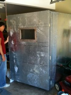 Powder Coating Oven Homemade powder coating oven constructed from steel studs… Powder Coating Diy, Powder Coating System, Oven Diy, Power Coating, Wool Insulation, Powder Coat Paint, Paint Booth, Homemade Tools, Welding Projects