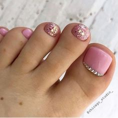 Pastel And Gold Toe Nail Art Idea ★ Keeping your toes immaculate. Gel Toe Nails, Acrylic Toe Nails, Feet Nails, Toe Nail Art, Toenails, Pretty Toe Nails, Cute Toe Nails, Toenail Art Designs, Acrylic Nail Designs