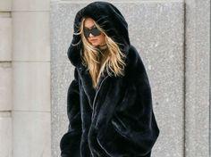 Le mannequin Gigi Hadid s'est fait remarquer à la sortie de son cours de gym à New York dans un manteau XXL façon ours brun. Vous aimez ?