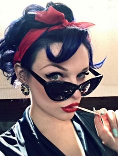 Rockabilly Girls and Vintage Style Pin-Ups. Rockabilly is badass Pin Up Vintage, Retro Pin Up, Look Vintage, Vintage Mode, 1950s Pin Up, Rockabilly Moda, Pin Up Rockabilly, Rockabilly Fashion, Retro Fashion