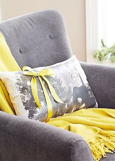 DIY Christmas photo pillow - how to turn your favorite photo into a pillow. Here's how: http://www.midwestliving.com/holidays/christmas/6-diy-christmas-photo-projects/?page=4