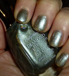 """Sally Hansen Diamond Strength No Chip Nail Color in """"Bride To Be"""""""