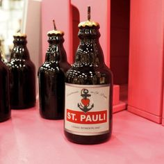 St. Pauli Kerze in Bierflaschenform  by Lena Kaufmann  #kerze #hamburg #stpauli #astra #astrabier #madeinhamburg #lenaswonderland