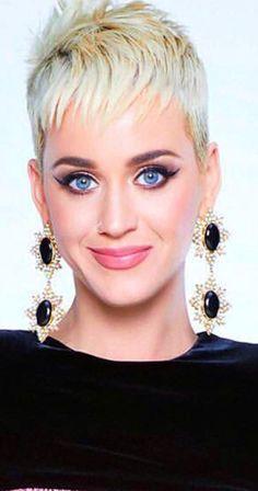 Katy Perry Wearing a Purple Braided Bun – Celebrities Woman Short Hair Cuts, Short Hair Styles, Katy Perry Gallery, Katy Perry Hot, Purple Braids, Hollywood Celebrities, Hollywood Actresses, Ash Blonde Hair, Pixie Haircut