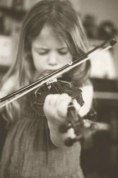 violin playing by Mibralegare via-bluebirdbaby.typepad.com  Adorable- Total Focus