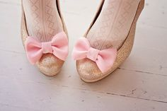 Shoe clips are so clever! And bows like this are easy to sew by hand. DIYing it!