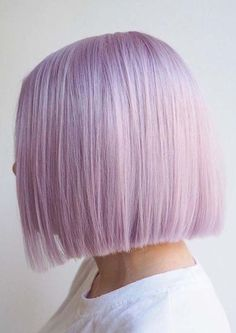 This Unexpected Hair Color Is About To Take Over Your Insta Feed 20 Lilac Hair Ideas Worth Copying, Uh, Yesterday (photo credit: Elisa Cardenas) Pastel Bob Hair, Pastel Colored Hair, Short Pastel Hair, Pastel Hair Colors, Lilac Color, Colorful Hair, Short Hair, Pretty Hairstyles, Bob Hairstyles
