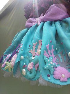 Fantasia pequena sereia no Elo7 | Fantasias e Coisinhas (CC0664) Mermaid Theme Birthday, Little Mermaid Birthday, The Little Mermaid, Baby Girl Romper, Baby Girl Dresses, Baby Dress, Mermaid Diy, Mermaid Parties, Kids Frocks
