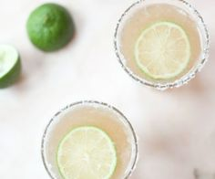 A healthier take on the classic margarita. Made with fresh lime juice and kombucha, these are fizzy, tart and just a tad sweet; perfect for Cinco de Mayo. http://stalkerville.net/