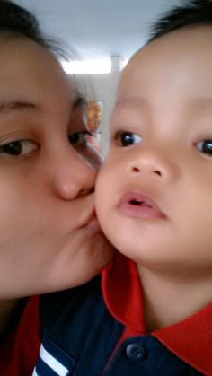 Kiss with mommy