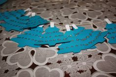 Homemade Christmas: Tree Paper Garland - Romanian Mum Blog Christmas Tree Cookie Cutter, Homemade Christmas Tree, Christmas Tree Garland, Christmas Post, Christmas Decorations To Make, Paper Tree, Love Craft, Paper Cutting, Activities For Kids