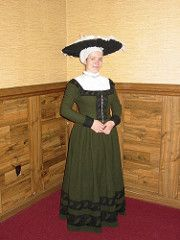 Finished Kampfrau gown Originally uploaded by Catrijn . This is my finished early 16th c. German common woman's outfit. I'm very p...