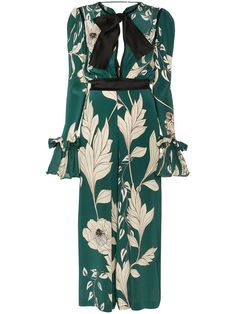Shop designer jumpsuits for women at Farfetch for glamourous styles and on-trend boilersuits. Stunning Dresses, Nice Dresses, Casual Dresses, Fashion Dresses, Silk Floral Dress, Floral Jumpsuit, Designer Jumpsuits, Designer Dresses, Fashion Line