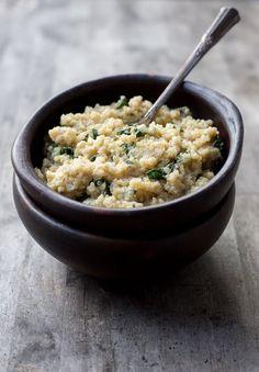 Este cremoso y sabroso guiso de quinoa se asemeja a un risotto y tiene el saludable agregado de las acelgas. Perfecto como plato único o acompañamiento.