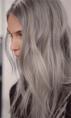 Granny hair: tutte vogliono i capelli grigi da nonna - VanityFair.it