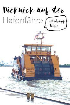 Hamburg mit Kindern: Der Tipp ist ein Picknick auf der Hafenfähre. Für die braucht man nur ein normales Ticket für den Hamburger Nahverkehr.