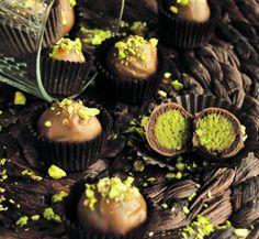 Mozart-golyók házilag | Vasárnap Magazin Desserts, Food, Candy, Tailgate Desserts, Dessert, Postres, Deserts, Meals