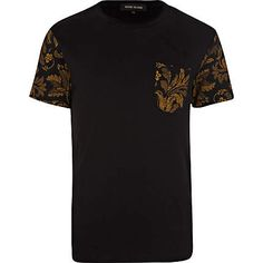 Black floral pocket crew neck t-shirt