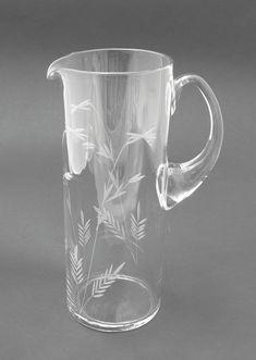 Lasi kaadin | Astiataivas.fi - Vanhojen astioiden ystävien löytöpaikka Glass Art, Perfume Bottles, Modern, Design, Crystals, Objects, Trendy Tree, Perfume Bottle