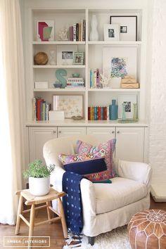BEAUTIFUL DISPLAY IN BOOKSHELVES COZY READING CORNER design by Amber Interiors