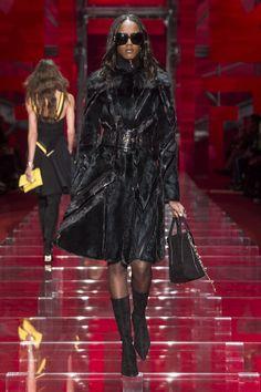 Look 34 - #Versace Women's Fall/Winter 2015 fashion show. #VersaceWomenswear #GREEK