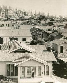 ARTIST: E.O. Hoppe TITLE: Signal Hill, Los Angeles DATE: 1926 MEDIUM: vintage gelatin silver print
