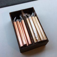 metallihohtoiset kynttilät  . kulta (tilapäisesti loppu) ja pronssi . 20cm . @kooPernu