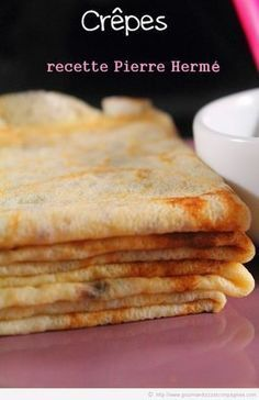 Crêpes, Pierre Hermé - hundreds of French dessert recipes (but in French)… Chefs, French Dessert Recipes, Breakfast Recipes, Crepes And Waffles, Creme Dessert, Crepe Recipes, No Cook Desserts, French Pastries, Food Inspiration