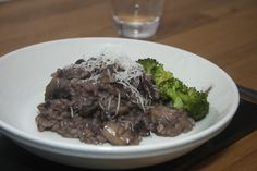 Mushroom Risotto made with red wine for something a little different from Bubbleless blog << http://bubbleless.co.uk/mushroom-risotto/  #risotto #recipe