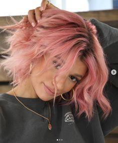 Pink Short Hair, Pastel Pink Hair, Hair Color Pink, Cool Hair Color, Pink Hair Dye, Pink Peach Hair, Curly Pink Hair, Dark Pink Hair, Two Color Hair