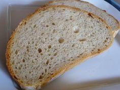 Potřebovala jsem vyzkoušet něco na kváskovém chlebu, jakémkoliv. Proto jsem se snažila o co nejjednodušší těsto, pouze u druhého pokusu jsem přidala trochu více žita. Chleby se povedly, oba, a když se pod fotkami množily dotazy na recept - zjistila jsem, že tenhle zcela obyčejný, jednoduchý chleba tu nemám. Zároveň vím, že budu dělat opravdu…