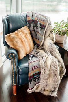 Limited Production Design & Stock: Luxury Designer Gray Fox Faux Fur Throw * Medium 72 x 60 inches * Traditional Aztec Design Wool Lining * Request Stock Check Western Bedroom Decor, Western Living Rooms, Fur Blanket, Aztec Blanket, Faux Fur Throw, Grey Fur Throw, Western Furniture, Western Homes, Textiles