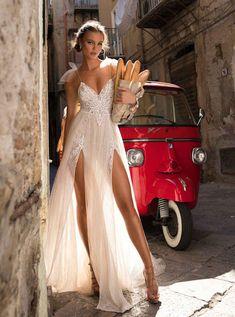World Exclusive: MUSE by Berta wedding Dress Collection - Bridal Musings Berta Bridal, Bridal Gowns, Wedding Gowns, 2017 Wedding, Wedding Bride, Wedding Dressses, Wedding Tips, Boho Wedding, Wedding Engagement