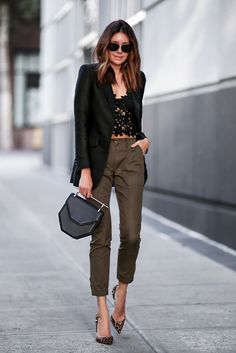 Easy elegance with black laces, leopard and black blazer