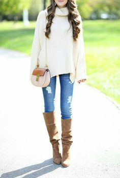 Las botas de otoño que no deben faltar en tus atuendos.  #OutfitIdeas #Outfit #BotasParaOtoño #Otoño #Estilo  #StreetStyle #Domingo #Atuendos #Botas