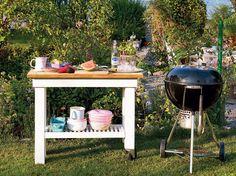Vill du kunna laga mat ute, med ordentligt med avställningsytor när du grillar? Att bygga en mobil köksbänk är inte svårt – här är en enkel instruktio...