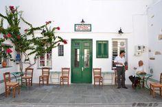 Το Καφενείο του Δρακάκη στην Απολλωνία της Σίφνου. Greek Life, Gallery Wall, Patio, Traditional, Outdoor Decor, Home Decor, West Coast, Archipelago, Decoration Home