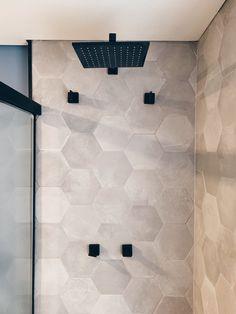 Best Bathroom Tiles, Bathroom Goals, Dream Bathrooms, Amazing Bathrooms, Small Bathroom, Bathroom Design Luxury, Bathroom Interior, Small Toilet Room, Bathroom Inspiration