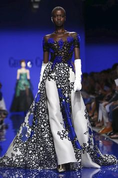 Georges Chakra Couture Fall Winter 2015 Fashion Show in Paris Georges Chakra, Beautiful Evening Gowns, Beautiful Dresses, Nice Dresses, Evening Dresses, Amazing Dresses, Fashion Week, Fashion Photo, Fashion Art