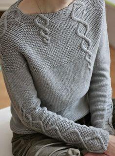Повелась я на этот серый пуловер, а потом нашла схему к нему. На схеме целых 3 пуловера, один из которых мужской :-)