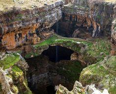 Descoepra un loc cu adevarat incredibil din lume: Pestera cu cascada din Liban!