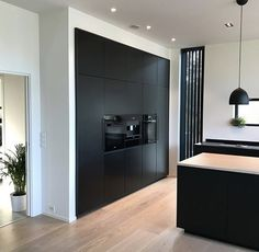 Black instead of white tall cupboards? # black walls black instead of white high . - Black instead of white tall cupboards? # Black walls Black instead of white tall cupboards? Black Kitchen Cabinets, Black Kitchens, Home Kitchens, Tall Cabinets, Modern Kitchen Design, Room Interior, Interior Design Living Room, Black Walls, Beautiful Kitchens