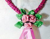 Cuore con piccolo bouquet di rose in raso € 10,00