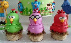 Estas peças sõa para locar, peças lindas feitas em biscuit, bolo cenografico diferente e lindo! ...