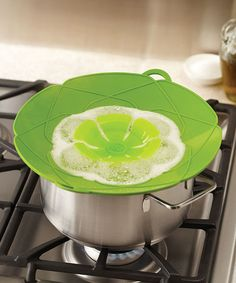 Kuhn Rikon Spill Stopper--covers the tops of pots and pans so sauces and stews don't platter the stovetop
