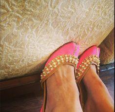 Neon pink and gold jutti, by Needledust. Pink And Gold, Me Too Shoes, Stiletto Heels, Footwear, Flats, How To Wear, Desi, Ethnic, Random