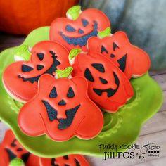 Jack-o-Lanterns! #jillfcs #funkycookiestudio #decoratedcookies #cookieart #pumpkins #jackolantern #Halloween