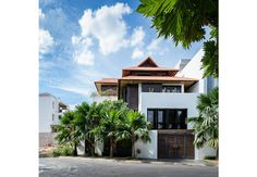 Biệt thự phố Tropical Style, Home Fashion, Exterior, Mansions, House Styles, Home Decor, Decoration Home, Room Decor, Fancy Houses