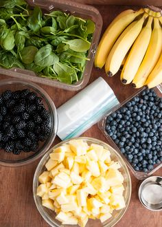 Make A Month of Green Smoothies in an Hour | http://helloglow.co/frozen-green-smoothie/